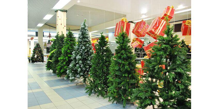 Распродажа искусственных елок - лучший вариант покупки новогоднего аксессуара